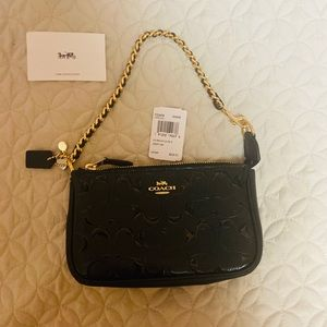 COACH NWT Patent Leather Lrge Wristlet Gold accent